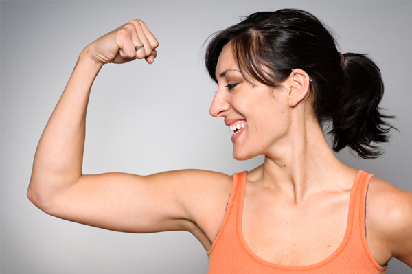 woman-with-fit-arms_cvekte